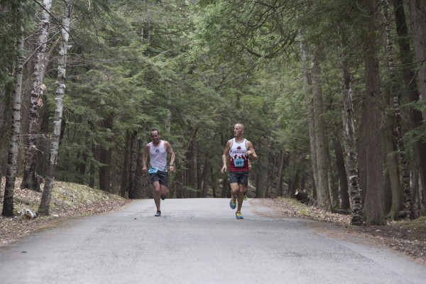 Runners near the lead pack pull away from the crowds near the 10 mile mark of the 2015 Door County Half Marathon. Photo by Ryan Sherman.
